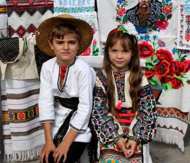 Сьомий фестиваль «В Борщівському краї цвітуть вишиванки». відбувся минулих  вихідних. На Борщівщині представляли унікальні вишивки 868275333a1bc