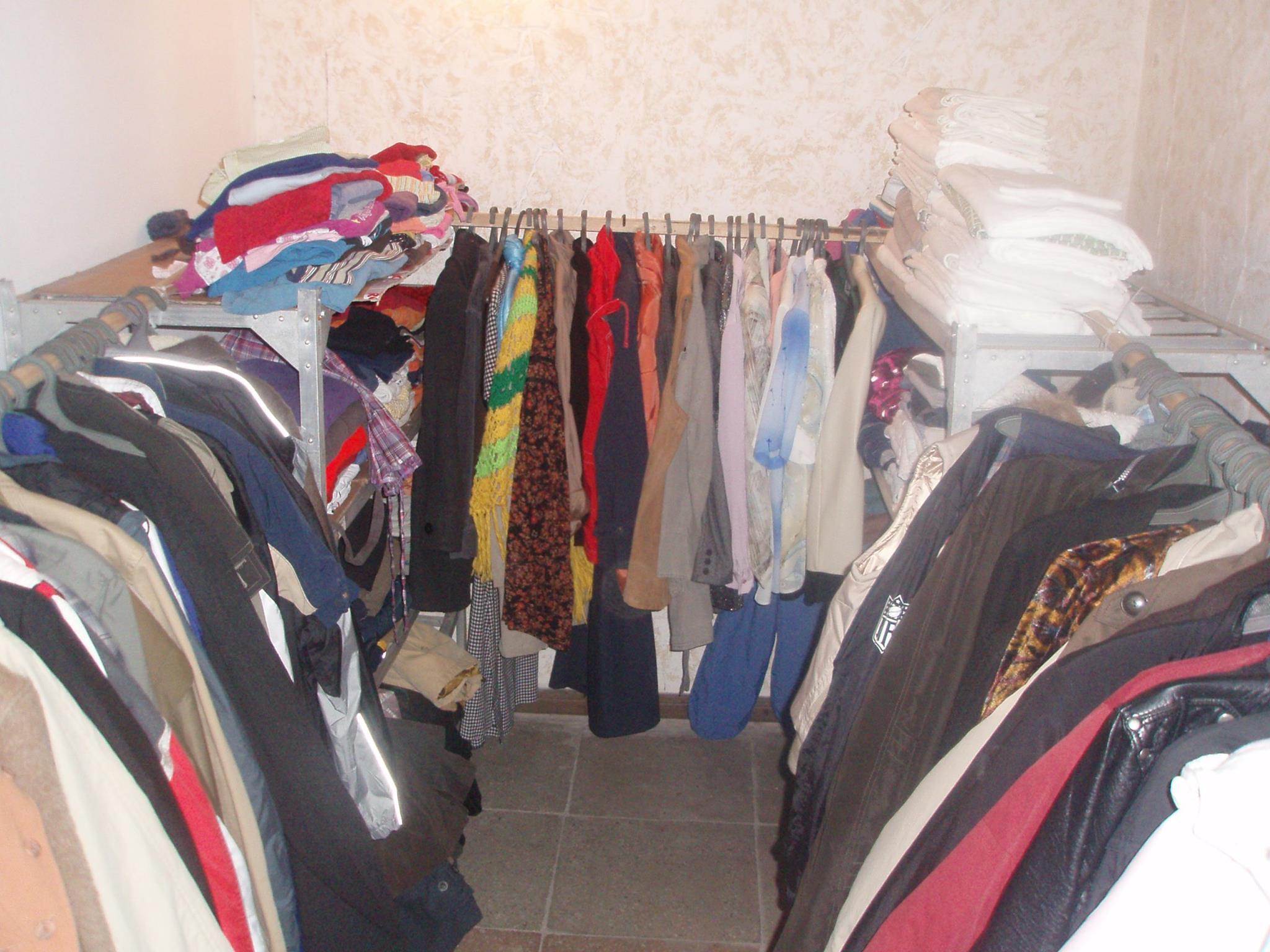 Де ще у Тернополі можна безкоштовно взяли взуття та вживаний одяг  f42e4ae2092dc
