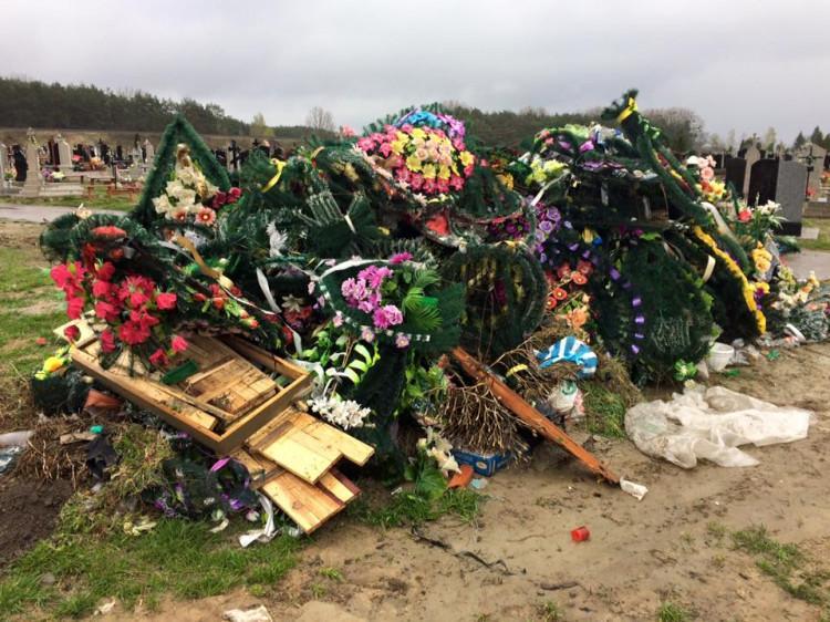 Не несіть сміття на цвинтарі: Церква закликає відмовитися від вінків на  Великдень | ДОБА